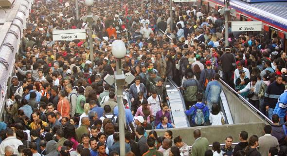 Greve no metrô, onde é o fim da fila mesmo???
